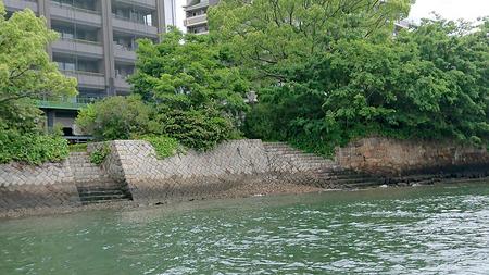 9.本川橋西詰の雁木3.jpg